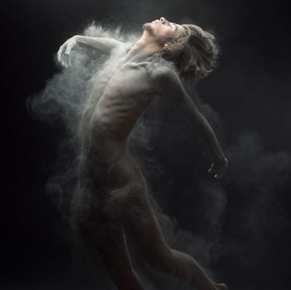 art-photography-capturing-movement-and-the-impact-of-time-meeting-pause-love-this-image-and-capture-photo-credit-olivier-valsecchi-dust-series-photography-1353095173_b